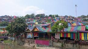 """""""Rainbow village"""", ein Dorf mitten in der Milionenstadt Semarang. Auch die Ärmsten wollen beachtet werden."""