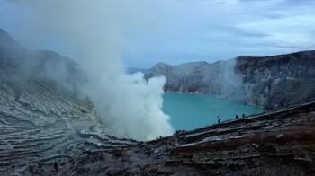 Der Krater des Mt. Ijen